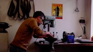 Il quitte son job de bureau pour devenir artisan 🛠